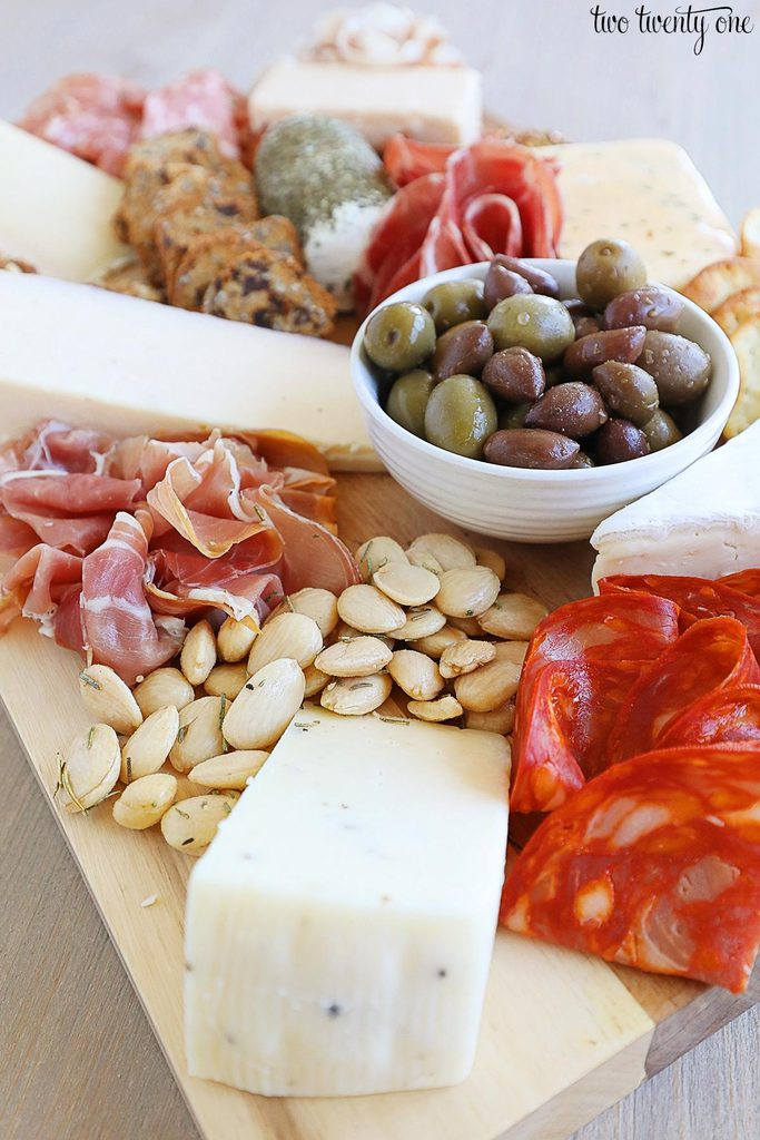 How to make a charcuterie board!