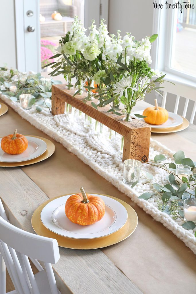 mini pumpkin tablesetting