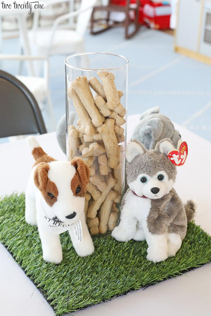 puppy birthday party centerpiece