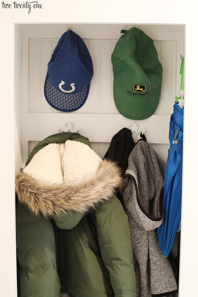 mudroom locker hang hats