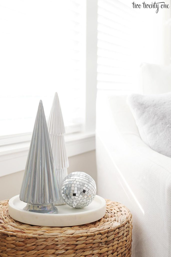 white modern christmas decor