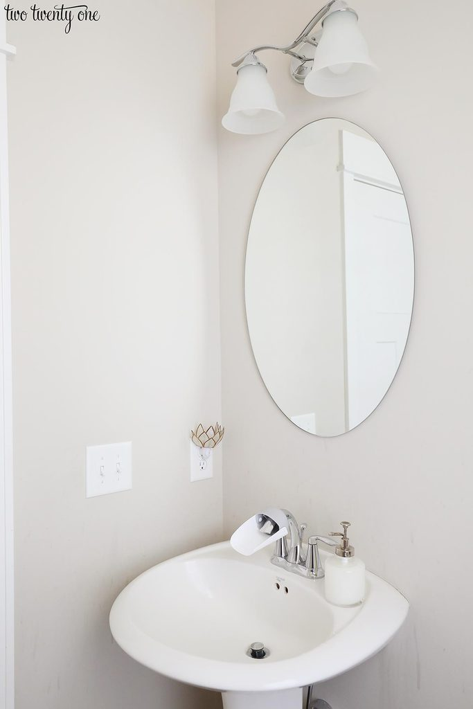 pedestal sink with mirror and light fixture