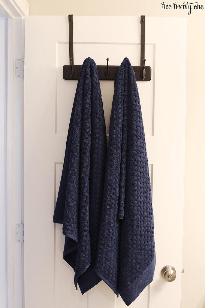 towels on over the door towel rack