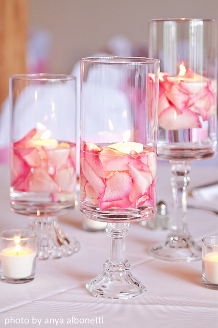 pink centerpieces with floating pink flowers, eventsojudith
